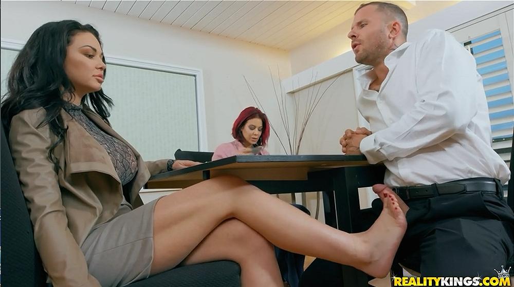Realitykings-Working For Cummission-Brooke Beretta,Scott Nails