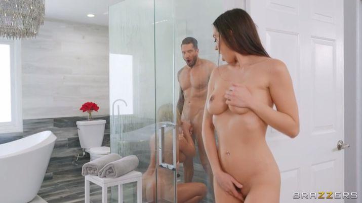 Brazzers Phoenix Marie , Desiree Dulce , Quinton James - Shower Swap